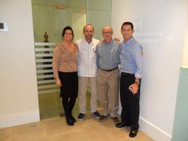 Jude Alkins de 3M Unitek UK, Dr. Fernández, Dr. Gareth Wallis y el Dr. Jonty Meisner.