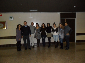 Estudiantes y profesores del Postgrado de Ortodoncia junto al Dr. Fernández.