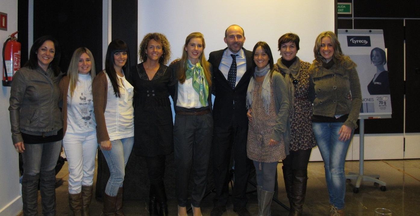 Auxiliares de la Clínica del Dr. Fernández, Beatriz Lomeña de ISDIN, Dra. Rocío Gómez de la Cruz y el Dr. Leandro Fernández.