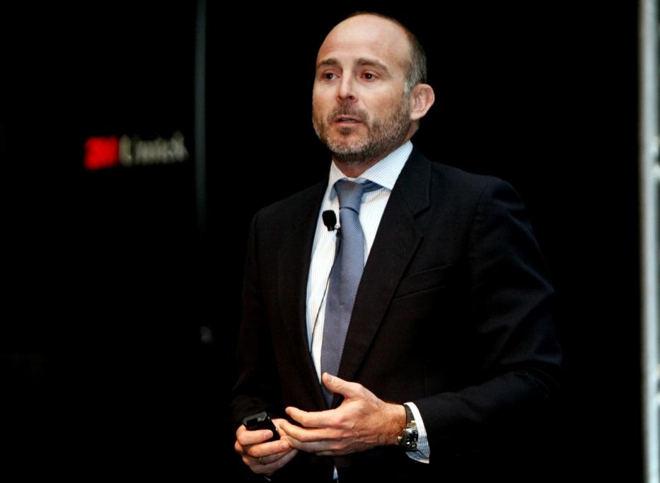 Dr. Leandro Fernández impartiendo su conferencia.