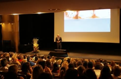 Dr. Leandro Fernández impartiendo su charla.