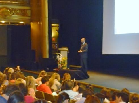 Dr. Leandro Fernández impartiendo su charla II.