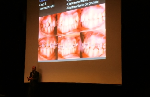 Dr. Leandro Fernández impartiendo su charla III.