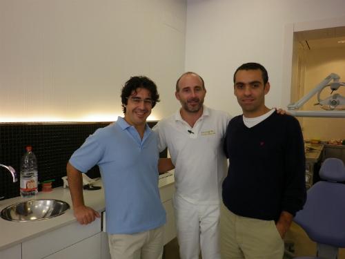 Dres. João Cerejeira y François Pereira junto al Dr. Leandro Fernández.