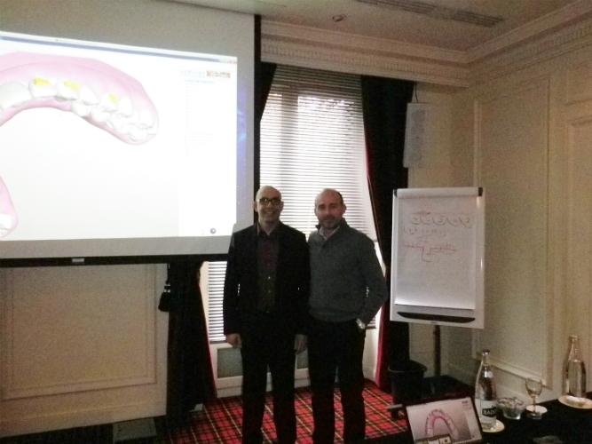 El creador del aparato y conferenciante, Wajeeh Khan y Dr. Leandro Fernández.