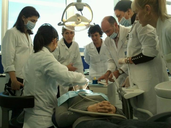 Dr. Leandro Fernández junto a alumnos del Master 03