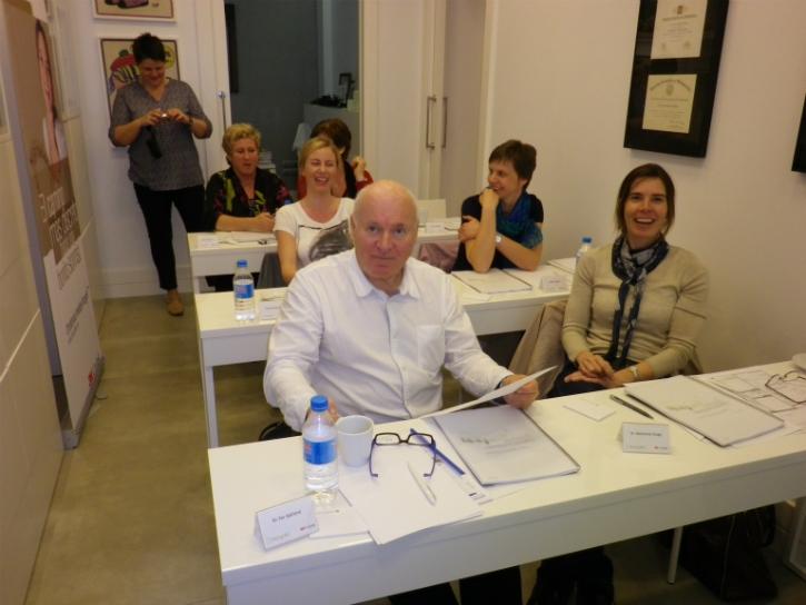 Dra. Marianne Stuge y el Dr. Per Kjelland junto a su equipo de auxiliares.