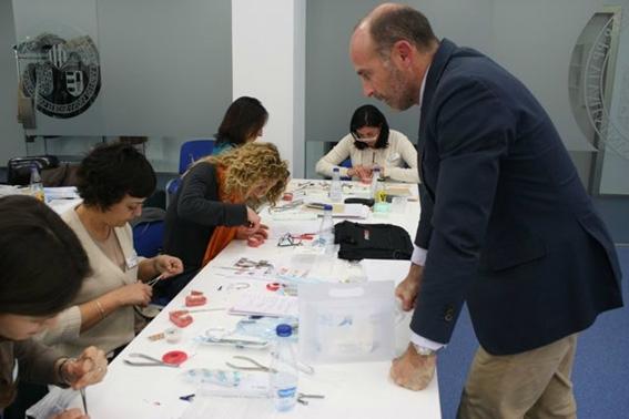 Dr. Leandro Fernández junto a alumnos del Master.