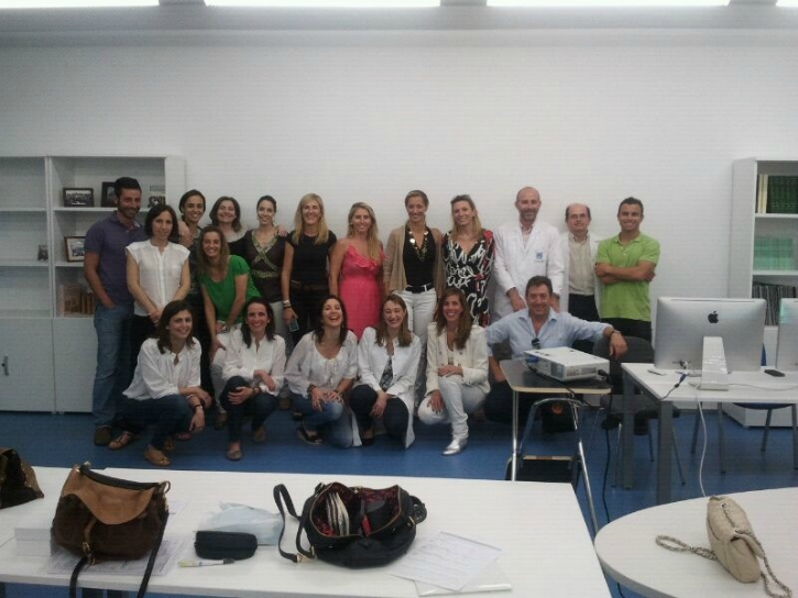 Dr Catherine Galletti and Coralie Fauquet-Roure with the working group of the Master.