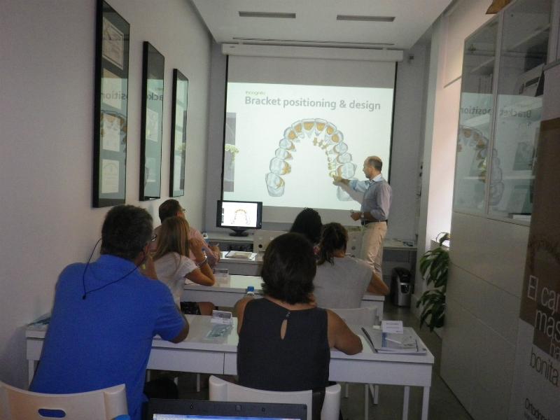 Dr. Leandro Fernández impartiendo el curso I.