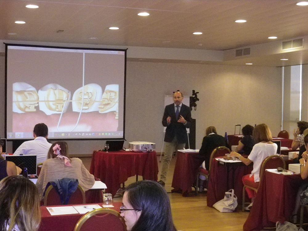 Dr. Leandro Fernández impartiendo el curso.