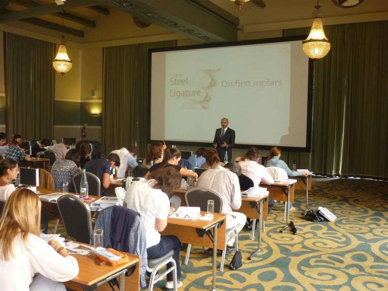 Dr. Leandro Fernández dictando el curso.