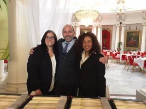 Dr. Leandro Fernández con las organizadoras del Evento. Corinna Schulze y Cecilia Ruiz.